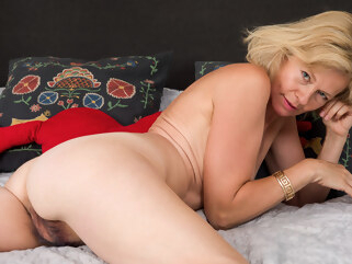 blonde Diana Gold in Sexy Diana - Anilos hairy high heels