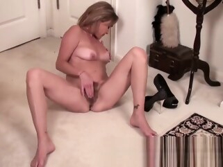 hairy Mature mom makes her hairy snatch cum hd mature