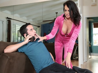 big tits Reagan Foxx & Ricky Spanish in Im A Total MILF - BrazzersNetwork brunette milf
