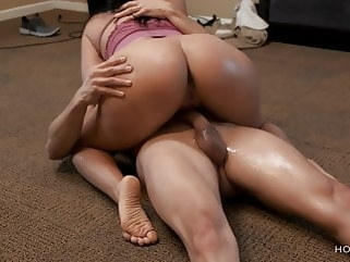 amateur Curvy Latina wife cheats on her husband with the cable guy brunette squirting
