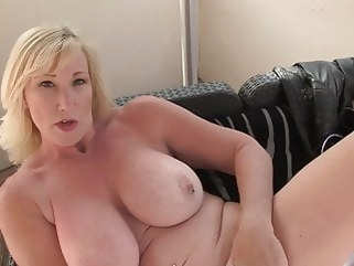 amateur Mature sex bomb with amazing body bbw mature