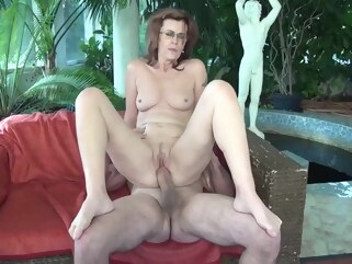 brunette Mature woman, Mayna May spread her legs wide open for Leslie and got stuffed with cock granny hd