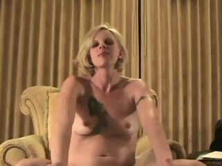 amateur A nude review of a smiley blonde MILF. behind the scenes blonde